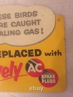 Années 1950 Ces Oiseaux Ont Été Pris Voler De L'essence! Ac Spark Plug Double Sided Signe