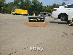Nouveau Concessionnaire Allumé Sign Goodyear Tire 12 X 36 Double Sided Hanging Sign Nouveau